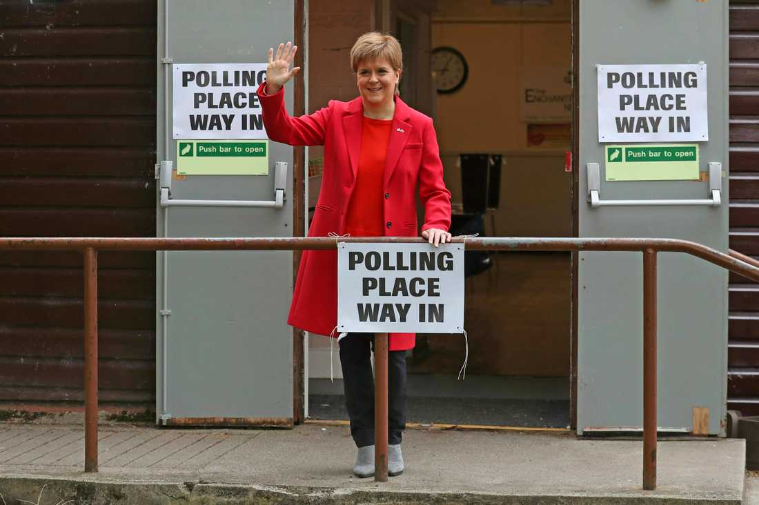 Regionala regeringschefen och SNP-ledaren Nicola Sturgeon efter att ha röstat i EU-valet i Glasgow.