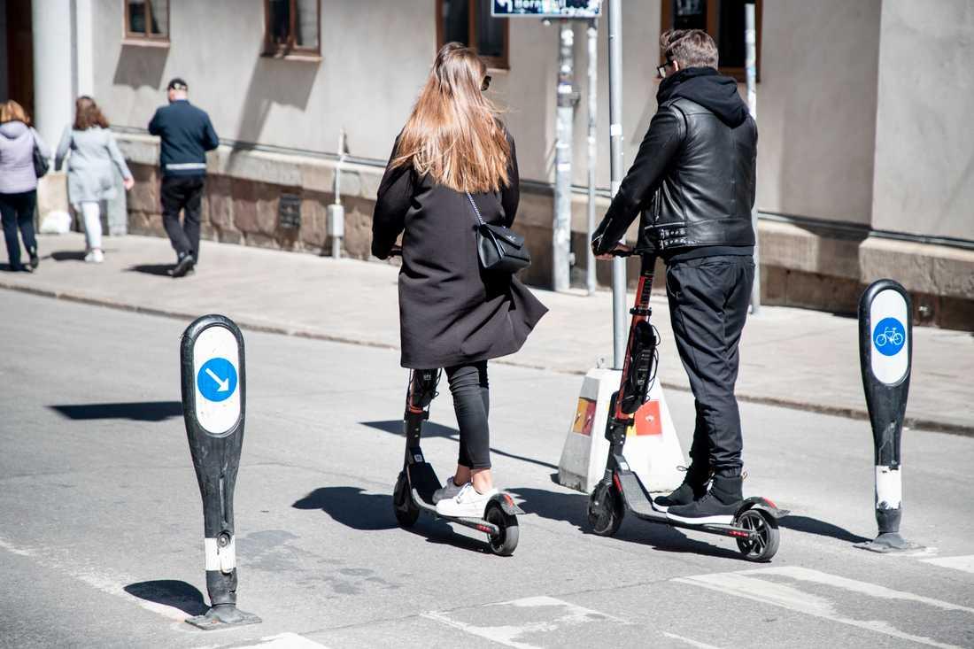Elsparkcyklarna har etablerat sig snabbt i Sveriges större städer.
