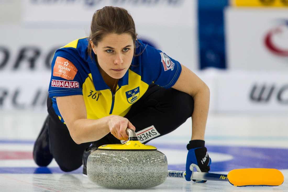 Anna Hasselborg och Oskar Eriksson är vidare till VM-åttondelsfinal i mixeddubbel.