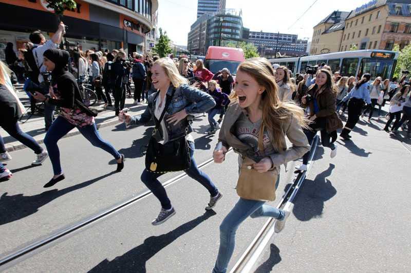 Kaoset var fullständigt i Oslo. Norska tidningen VG rapporterade att polisen och Röda Korset uppmanade folk att stanna hemma.