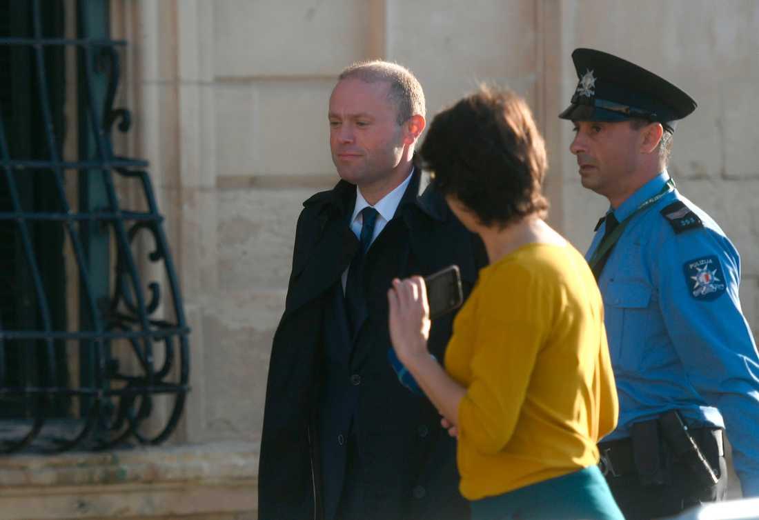 Maltas premiärminister Joseph Muscat lämnar regeringskansliet i Valletta efter ett möte med EU:s särskilda delegation.