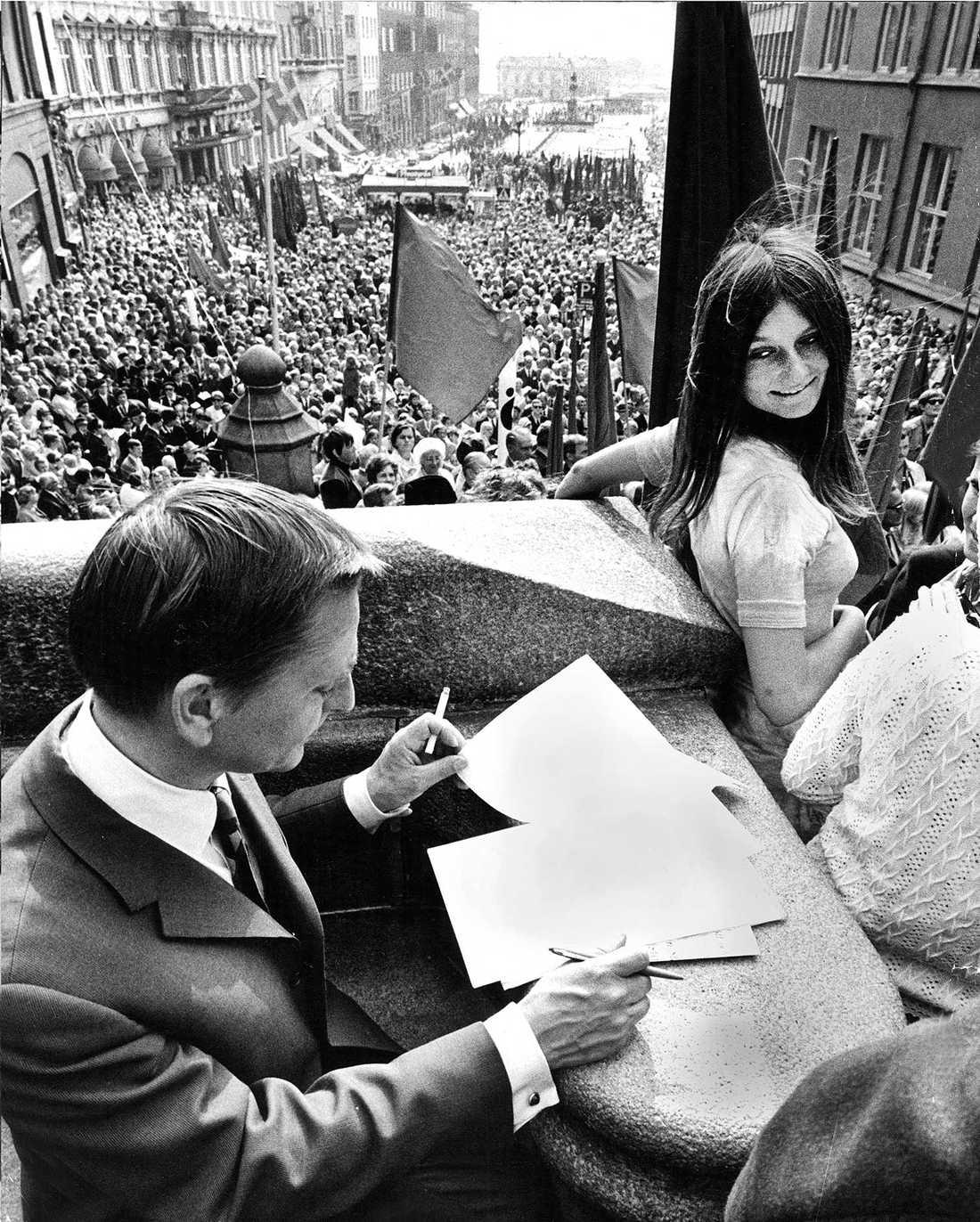 Olof Palme på valturné 1970. Här vid Kärnan i Helsingborg.