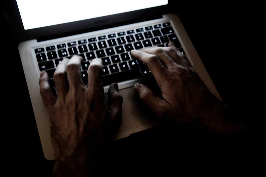 En ny rapport visar att 20 procent av det som skrivs om våra kommunpolitiker på nätet är hat och hot.