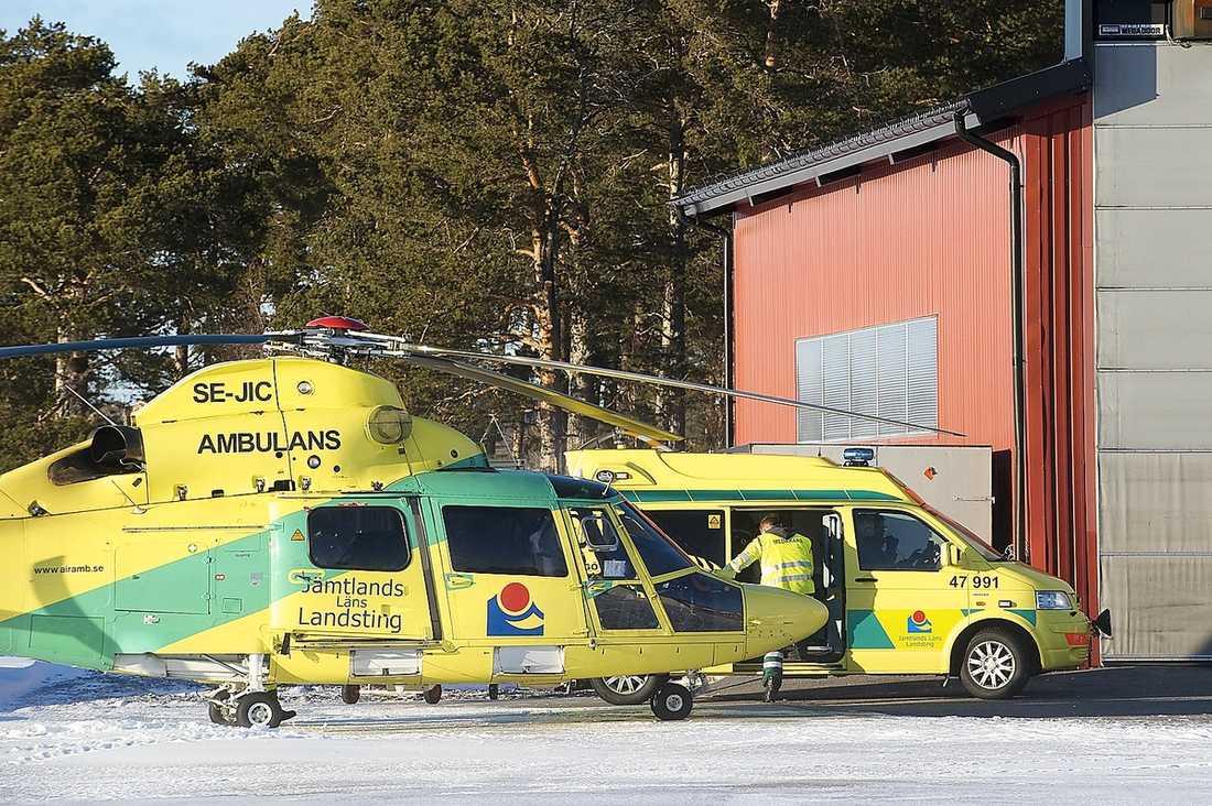"""Olle fick åka helikopter till sjukhuset i Östersund. """"Jag låg i helikoptern och fick varma filtar om mig."""""""