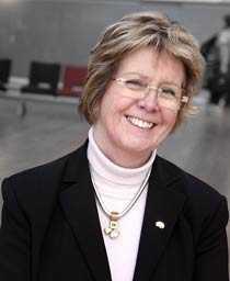 """""""Mamman bör inte lämna ifrån sig barnen under de tre första åren"""", anser Annica Dahlström, som är professor i histologi och neurobiologi vid Sahlgrenska akademien, Göteborgs universitet."""