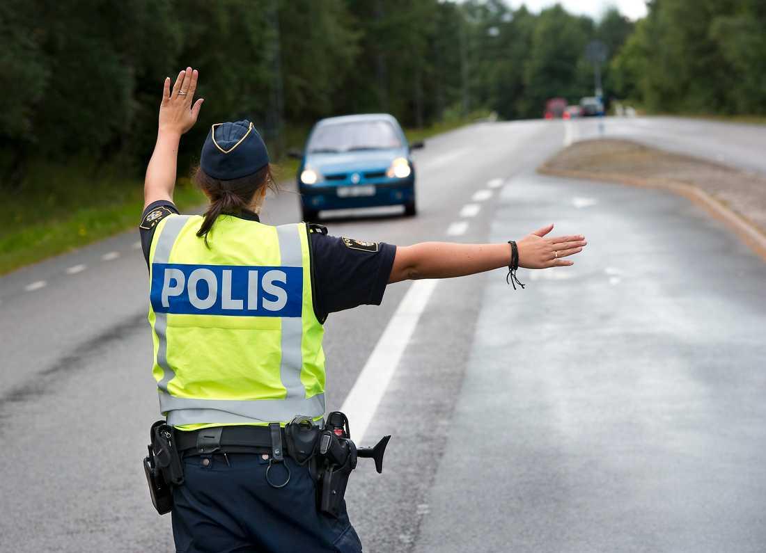 Polisen stoppade fortköraren två gånger.