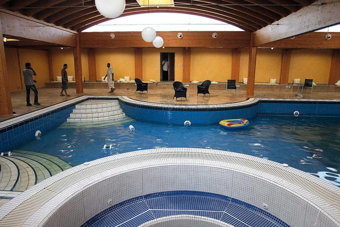 DOTTERNS POOL  Aisha Gaddafis hem i Tripoli beskrivs som ett lyxpalats. Rebellerna hittade den här poolen när de tog sig in i hemmet.
