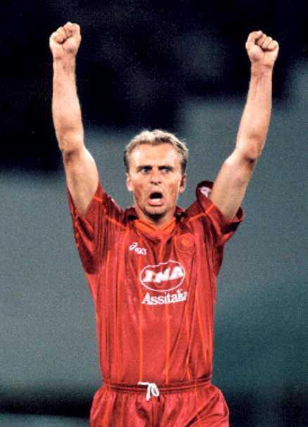 Höga krav Jonas Thern varnar för kraven Christian Wilhelmsson kommer att få leva med i Rom. På bilden jublar Thern i Roma-tröjan 1996.
