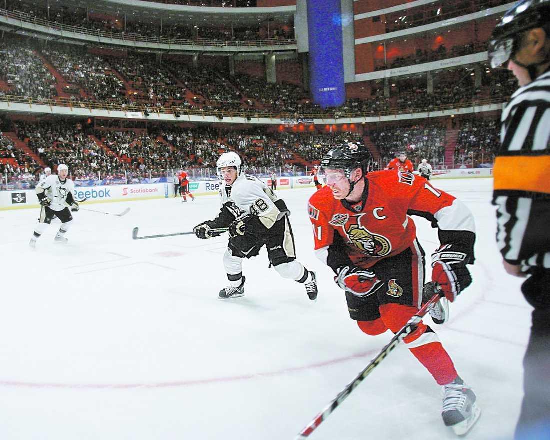 ++++ Sportbladets krönikör Lasse Anrell var inte alltför imponerad av NHL-premiären mellan Daniel Alfredssons Ottawa och Sidney Crosbys Pittsburgh. Showen i Globen får fyra svaga plus i betyg, tycker Anrell.