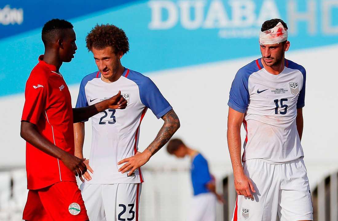 Kuba tog emot USA på Estadio Pedro Marrero i Havanna. USA:s Steve Birnbaum bandagerades efter en spark i huvudet.
