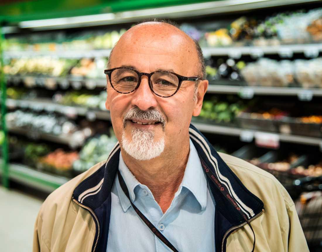 Är grönsakerna för dyra?– Ja, i södra Italien där jag kommer från är priserna mycket lägre. Om man inte producerar mycket måste man importera, då kostar det mer, säger Nico Vozza, 64, präst, Stockholm.