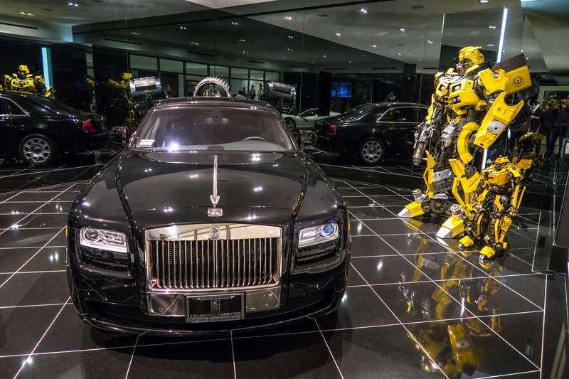 """Brädade beyoncé och jay-z. Den här jättevillan i Beverly Hills tillhör numera Minecraftskaparen Markus """"Notch"""" Persson. Superstjärnorna Jay-Z och Beyoncé ville köpa huset i Los Angeles, men svensken bjöd över och äger nu lyxgarage, ett rum med godisvägg, vinkällare och pool."""