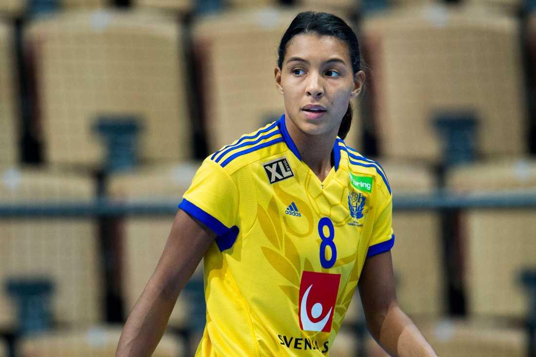 Jamina Roberts Ålder: Position: Högersexa. Klubb: Toulon Saint Cyr Var.