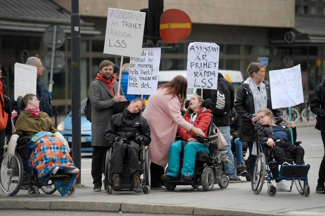 Demonstration om LSS vid Norra Bantorget i Stockholm i maj. Arkivbild.