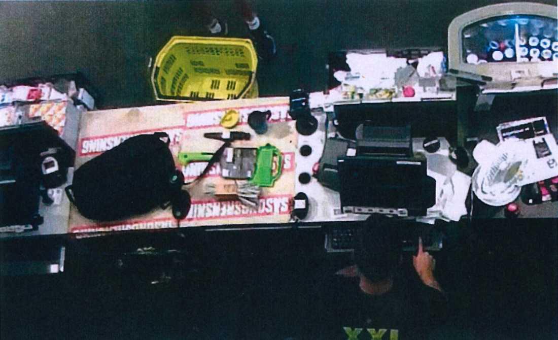 Misstänkta mördaren inne på XXL för att köpa tillhyggen och verktyg.