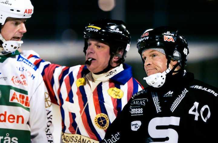 Fosshaug och VSK:s Patrik Anderbro 2005. Och domaren, förstås.
