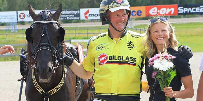 Öystein Tjomsland vann norska kallblodsderbyt med Grisle Odin G.L. som delägs av bland andra skidstjärnan Frida Karlsson.