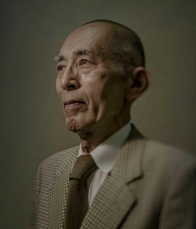 """Horie Soh var bara fem år när han var ute med sin syster och promenerade ännu en solig men kvalmig sommarmorgon i Hiroshima. """"Plötsligt såg vi ett oerhört kraftigt vitt ljussken följt av en våldsam tryckvåg som slog oss till marken. Min syster skyddade mig med sin kropp. När de återvände till hemmet invaderades deras hem av svårt brännskadade och splitterskadade barn som bad om hjälp."""""""