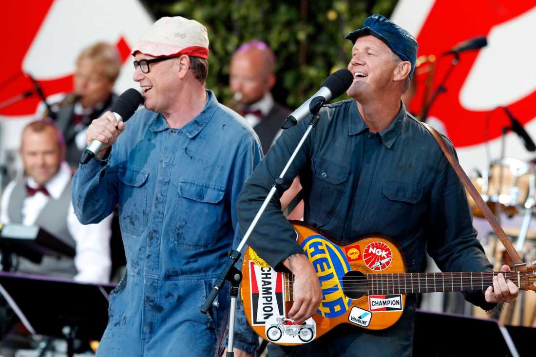 """After shave uppträder under """"Allsång på Skansen"""" 2011. Jan Rippe (till vänster) och Anders Eriksson."""