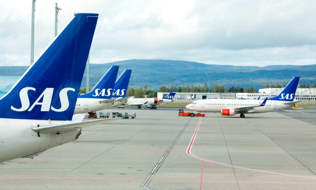 Den som drabbas av flygstrejk kan ha rätt till ekonomisk kompensation från flygbolaget. Det är viktigt att spara kvitton till utlägg till följd av en inställd resa, enligt Konsumentverkets jurist Christine Holst.