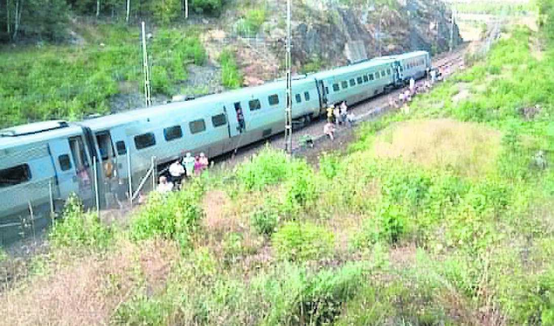 SJ:s X2000-tåg mot Göteborg gick sönder bara tio minuter efter avgång från Stockholm. I sju timmar satt drygt 200 passagerare fast i vagnarna mellan Flemingsberg och Södertälje.