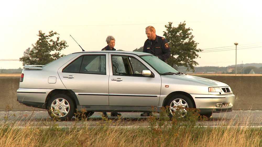 Polisen undersöker bilen som utsattes för skottlossning i höstas