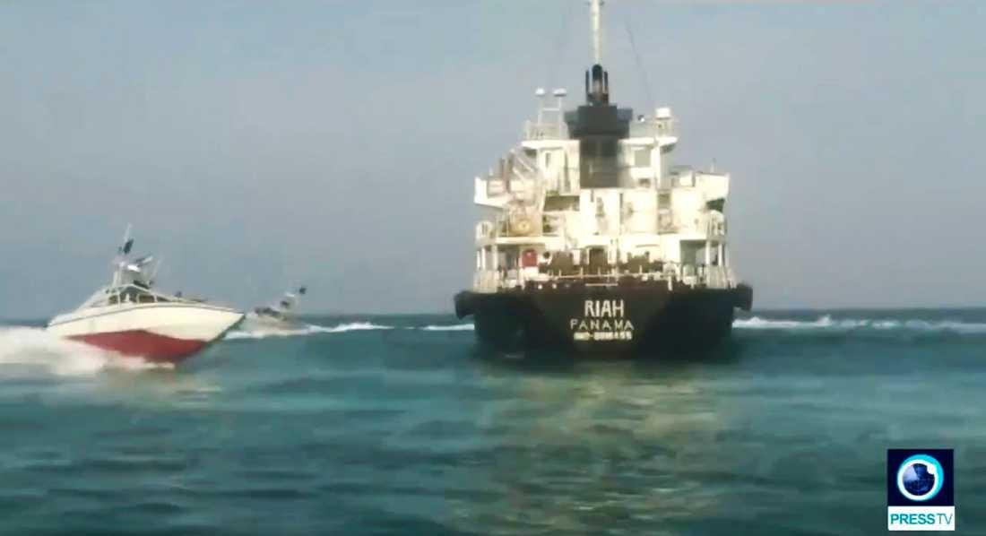 En bild publicerad i statlig iransk tv visar det beslagtagna fartyget.