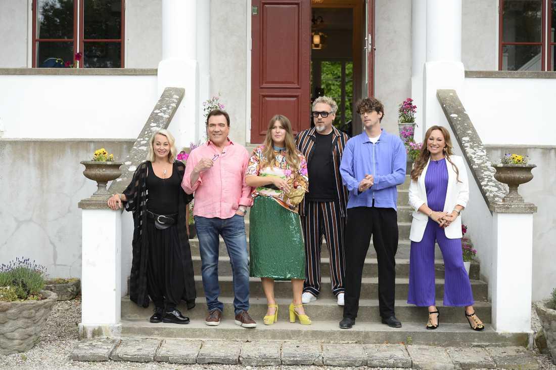 Alla artister utom Stor på trappan för fotografering.
