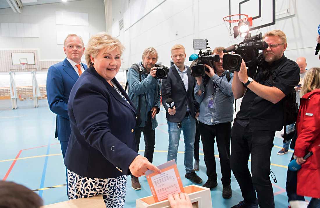Norges statsminister Erna Solberg röstar i dagens parlamentsval.