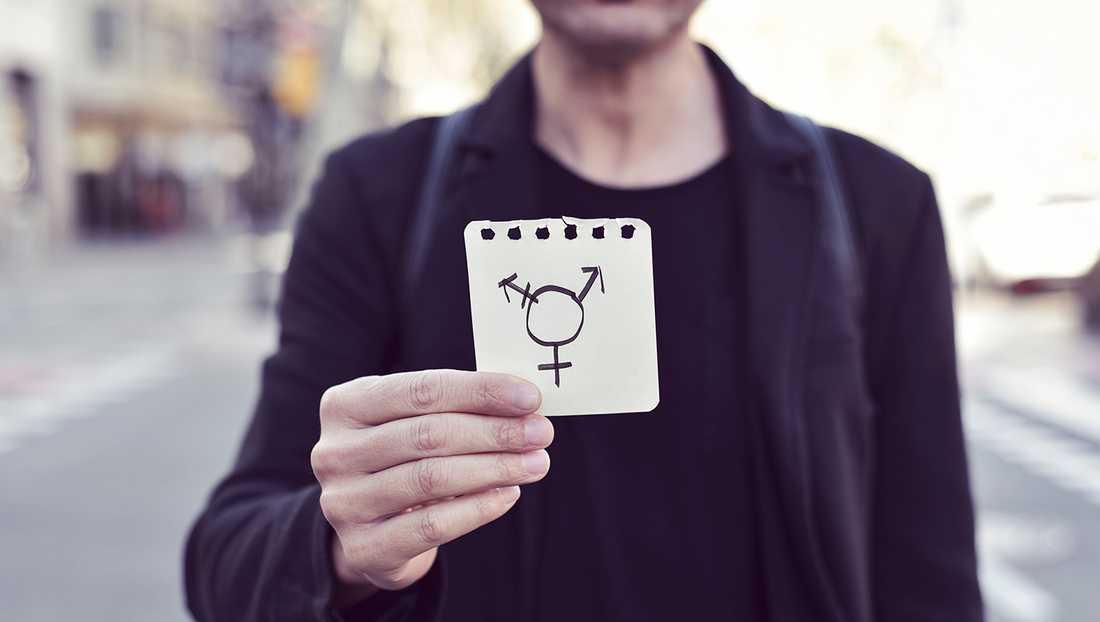 Mitt enda sätt att ta tillbaka kvinna om mig själv, och bli kvitt min kropp, blev att sluta utgå ifrån könsidentitet och i stället se kön som en position jag har i samhället, något jag inte kan ändra på med varken pronomen eller hormoner, skriver debattören. Personen på bilden har inte med texten att göra.