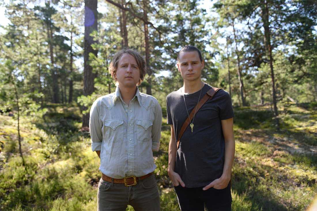 Aftonbladets Olof Svensson och Robin Lorentz-Allard på plats i Upplands Väsby.