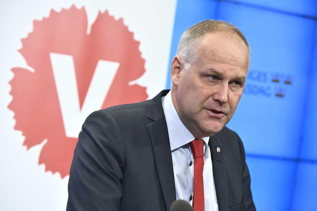 Vänsterledaren Jonas Sjöstedt är kritisk motpensionsuppgörelsen.