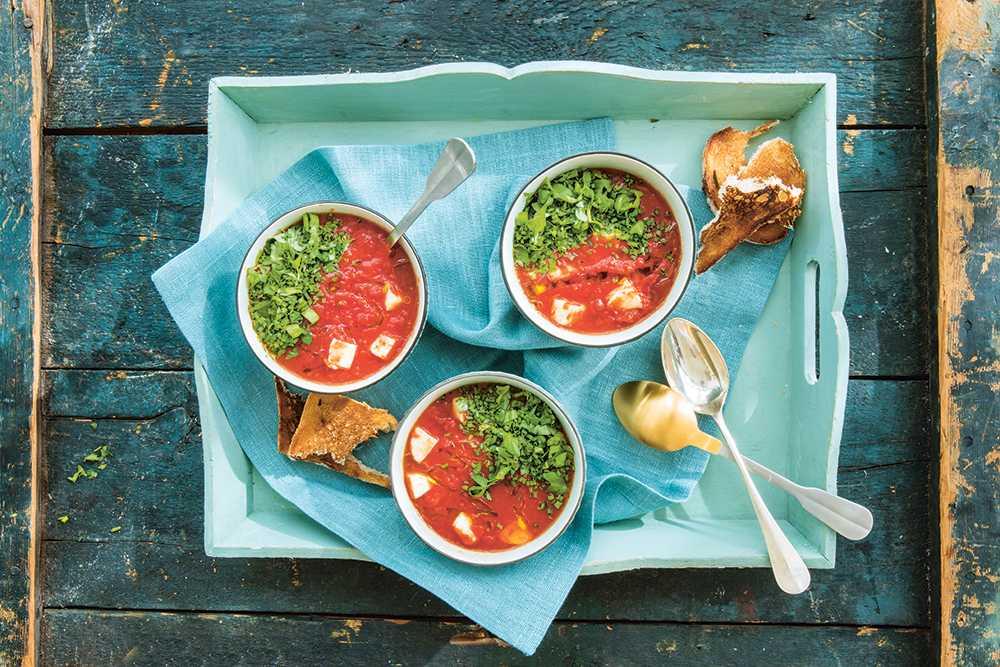 Het tomatsoppa med halloumi