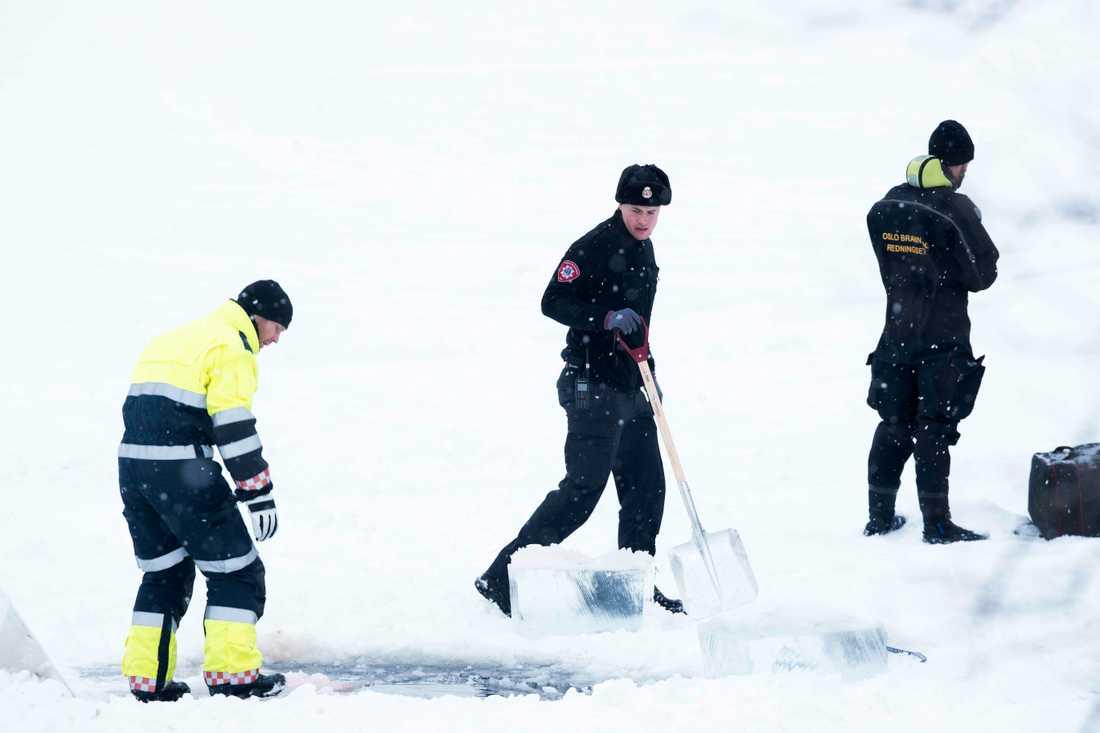 Polisen söker efter spår i sjön Langvannet, som kan knytas till utredningen.