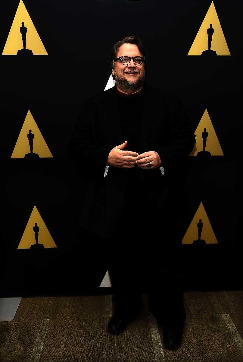 HEMMA I DET HEMSÖKTA Guillermo Del Toro känner stor frid i spökhus.