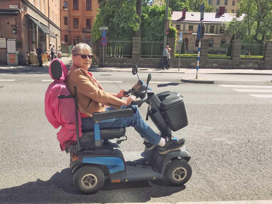 Hélène Gladsaxe, 75, ska åka elmoped till Sollefteå.