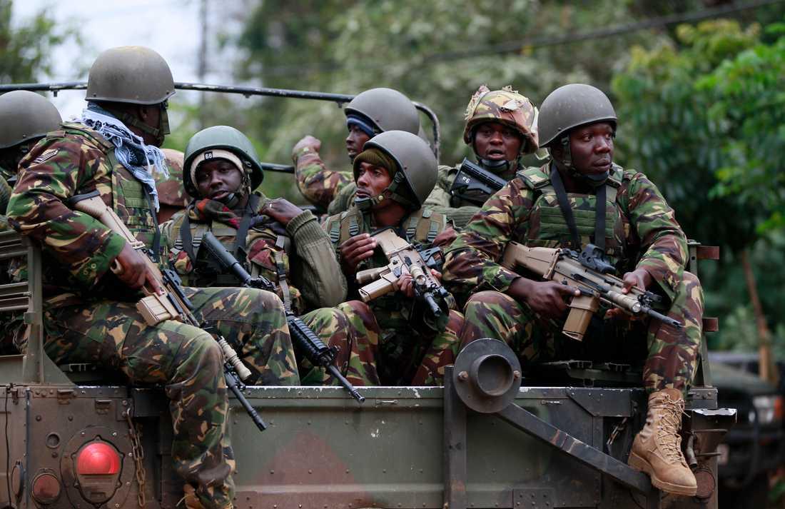 Soldater anländer till gallerian