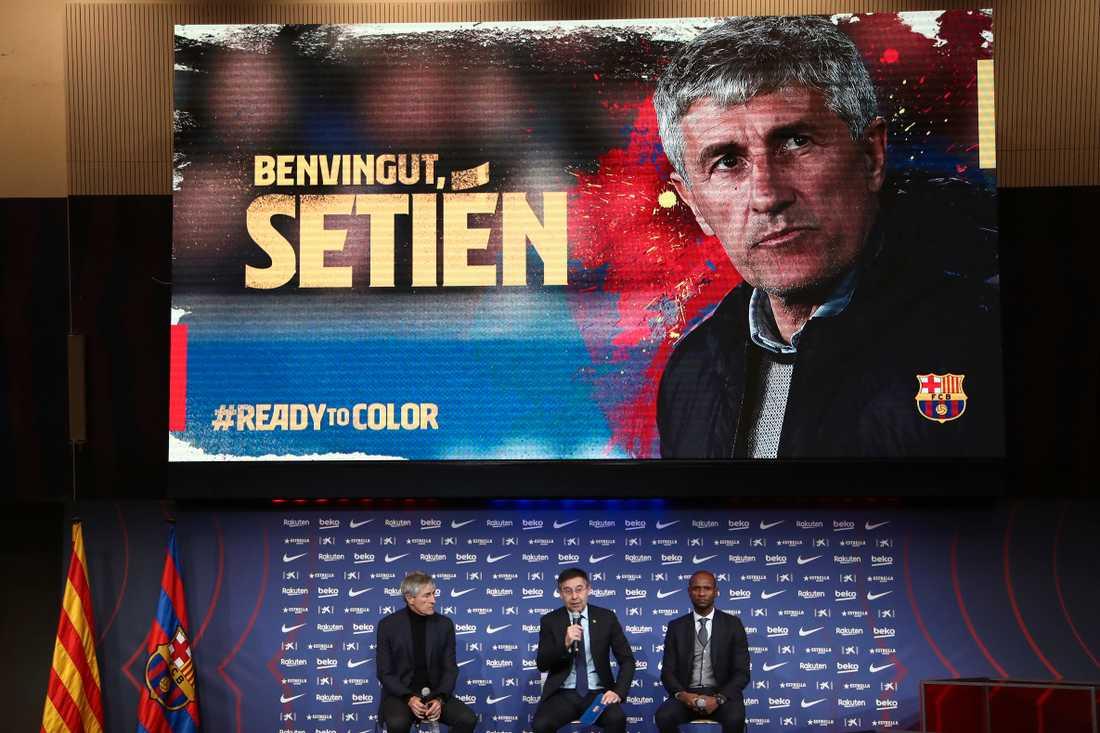 Quique Setién presenteras som ersättare till Ernesto Valverde – som fick sparken av Barcelona på måndagskvällen.