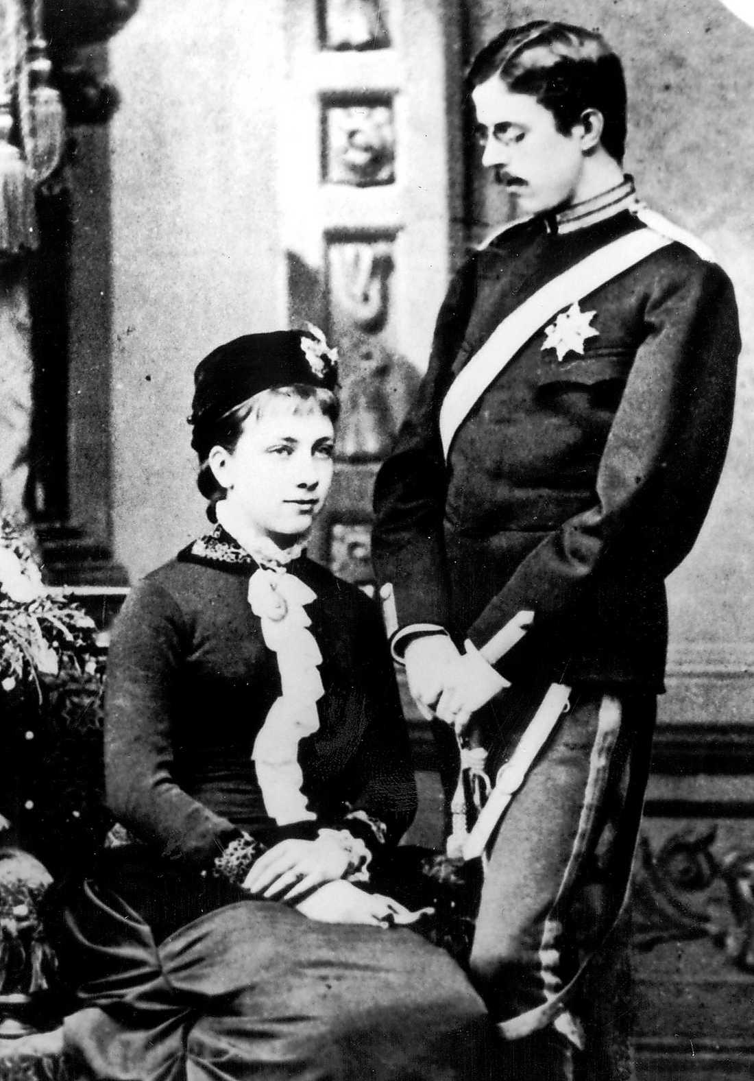 År 1909 dömdes två socialdemokratiska journalister till strängt straffarbete för att de antytt att Gustaf V (bilden) stod på arbetsgivarnas sida under storstrejken samma år.