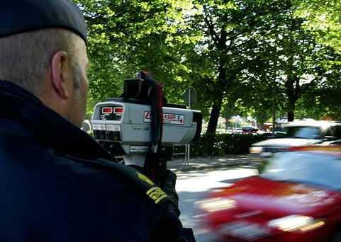 Att varna fartsyndare för poliskontroller är ingen bra idé.