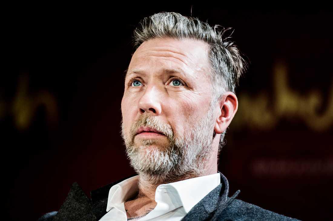 Mikael Persbrandt tar över huvudrollen från Robert Gustafsson.