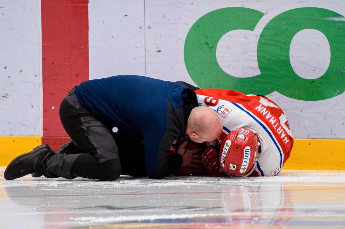 Sebastian Hartmann blev liggande efter knätacklingen.