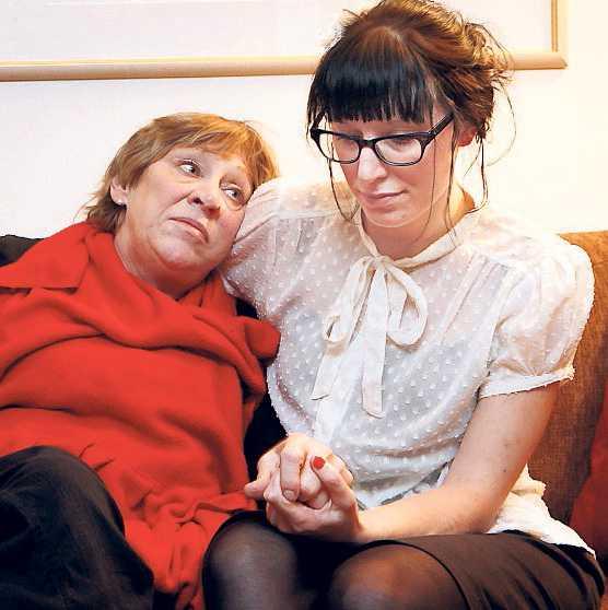 Aftonbladet har tidigare uppmärksammat om Annica Holmquists fall. Hon kan inte arbeta eftersom hon har drabbats av en tumörsjukdom på hypofysen.