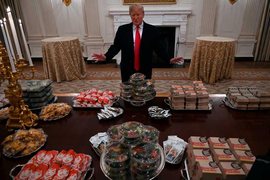 Donald Trump bjuder på snabbmatsbuffé.