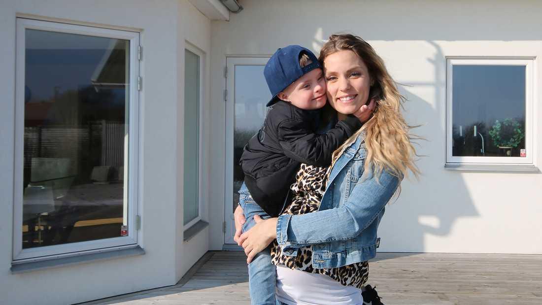 Julia Bergman med sonen Milan.