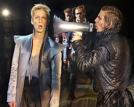 """Anton Lundqvist till vänster som Mercutio i """"Romeo och Julia""""."""