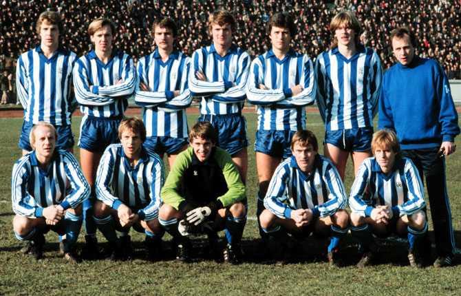 Här ett lagfoto från 1982 med storheter som Glenn Strömberg, Torbjörn Nilsson, Glenn Hysen och Dan Corneliusson. Svennis ser ni stående längst till höger.