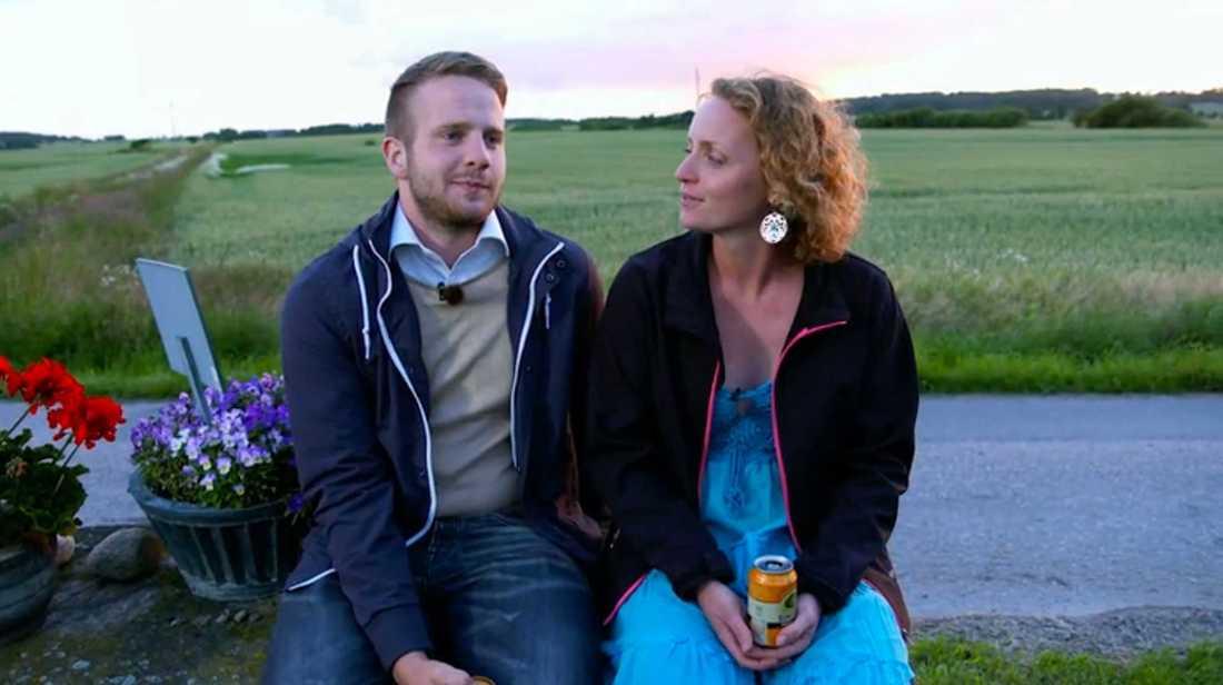 Bönderna Erik Bäckman och Jennifer Erlandsson i enskilt samtal.