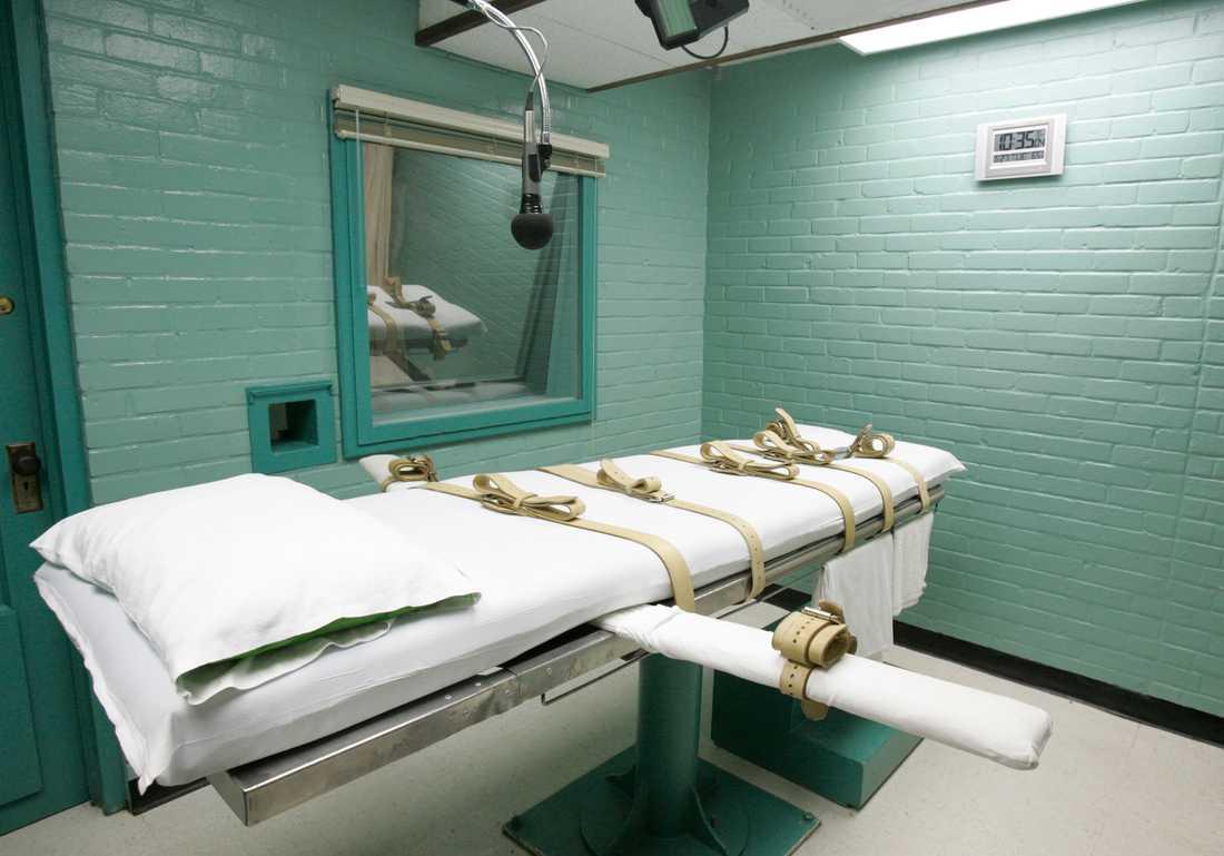 Anledningen till att dödsdrogen har blivit en bristvara är bland annat att flera tillverkare har slutat sälja drogen till USA:s kriminalvårdsmyndigheter. EU har också stoppat exporten av narkosmedel till USA och hänvisar till tortyrlagsstiftningen.