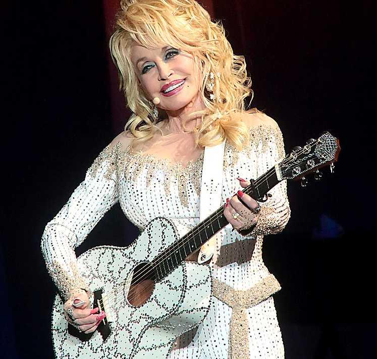 Dolly Parton (född 1946).